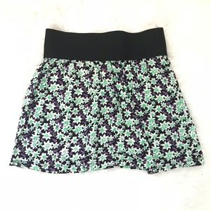 Dresses & Skirts - Trendy Floral Mini Skirt Size S